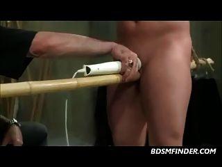 Pezones apretados toyed y spanked