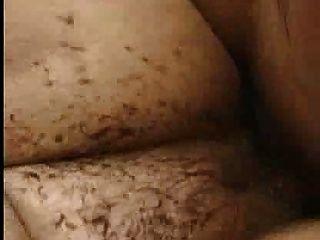 Cochinillo desagradable cerdo anal porno en el barro