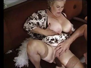 Vieja abuelita madura follada