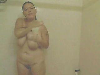 Amateur bbw se masturba en la ducha