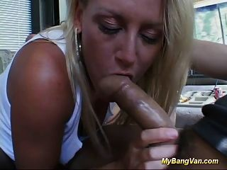 Follada en mi bang van bebé obtiene sexo duro y profunda oral