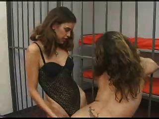 Sexo esclavo obtiene follada culo