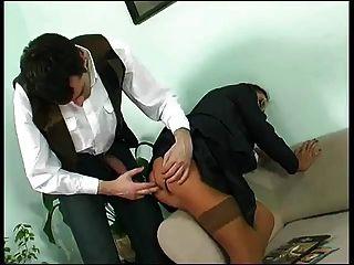 Vestido de negocios maduro follada en el culo