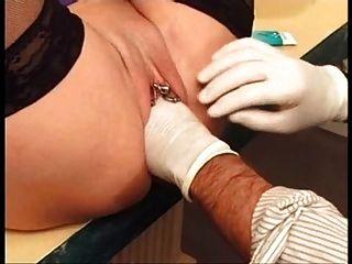 Coño piercing puta madura obtener coño con puño perforado