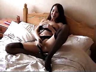 Novia se masturba y tiene orgasmo.hecho en casa