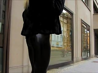 Catsuit de látex en la calle