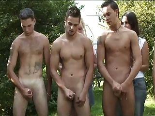 Cfnm 5 chico tirón círculo para las damas en el bosque