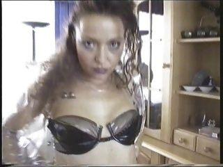 Chica fetiche pvc de alemania caliente y rizado