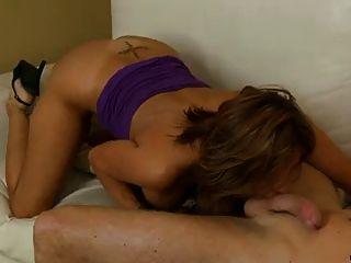 Bigtit latina cougar ordeña un pene