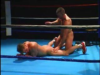 Un entrenador de boxeo y boxeo
