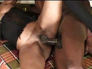 Negro maduro en 1 porno escena