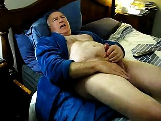 Viejo hombre jerking hasta que se cums