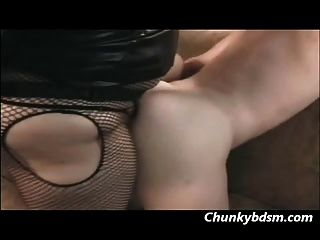 Betty rage fucks su sub macho en el culo