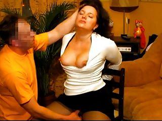 Caliente sumisa esposa obtiene la cara follada por su marido ruso