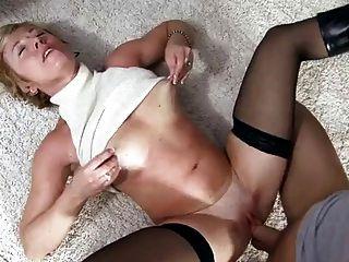 Anilos chanel busty apisonado en el suelo