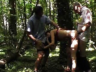 Gangbang francés en el bosque