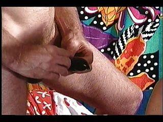 Abuelita negro enorme tetas colgando con chico blanco joven