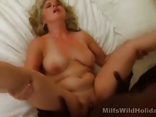 Hot milf stacey follando un perno prisionero negro
