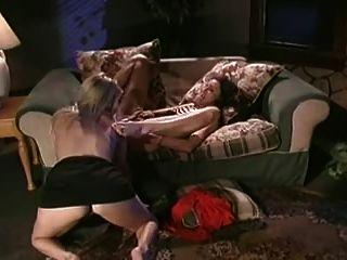 Dos lesbianas calientes se comen entre sí