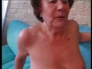 Puta abuelita martha follada en los dos agujeros