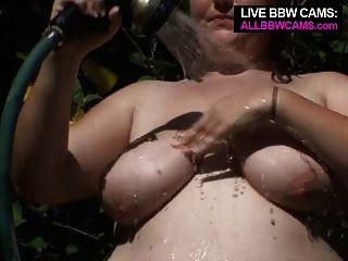 Coño bbw jugando con una manguera gorda vientre gordito