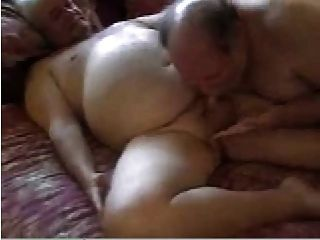 2 papás sexy se divierten