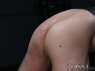 Bdsm xxx silencioso encapuchado esclavo niño recibe tratamiento brutal