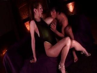 Masaje del pecho del tanaka del hitomi.Clips de sexo japonés grandes tetas