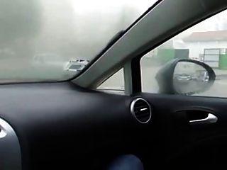 Chica masturbarse en el coche