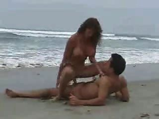 Sexo en la playa 2