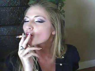 Mejor niña de fumar jamás !!!!!!!!!!!!!!