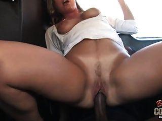 Blanco mamá joey lynn utilizado por no su hijo negro en el asiento trasero