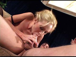 Kinky babe anal en muslo medias altas y botas