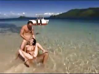 Trío en la playa by snahbrandy