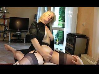 Mujer monta y hace que su hombre cum con un handjob por wf