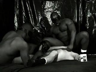 Negro blanco y más caliente escena 2
