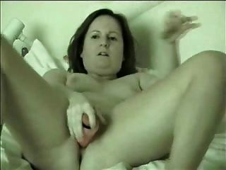 Mujer madura masturbándose en la cámara