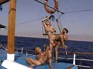 Alexa schiffer en el barco caliente 3some