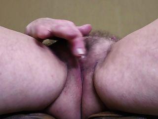 Madre madura británica con grandes tetas y culo