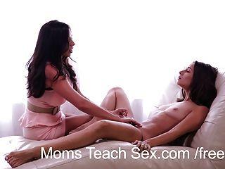 Las mamás enseñan las fantasías de la mamá del sexo llegan a ser realidad