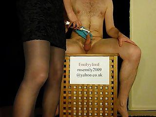 Femdom emite hilarante consejo de higiene para los hombres en la castidad