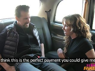 Femalefaketaxi gordo polla se extiende coño en taxi uk