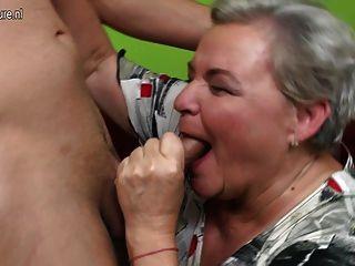 Abuelita real folla a su joven amante