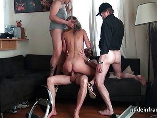 Pretty squirt blonde hard gangbanged y doble penetración