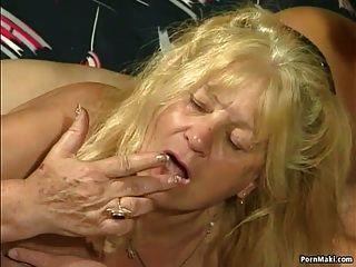 Dos abuela obtener follada en la acción cuatrimestre