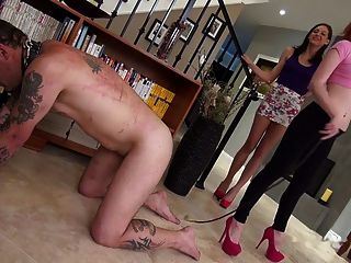 Dos jóvenes amantes romper esclavo por azotes