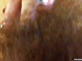 Película de magma peluda adolescente filmándose teniendo un orgasmo