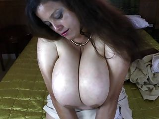 Busty mamá natural madura necesita una buena mierda