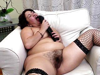 image Mamá caliente con grandes tetas y vagina hambrienta