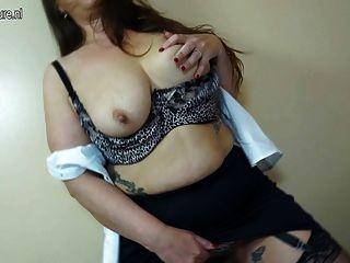 Mamá sexy madura con vagina peluda